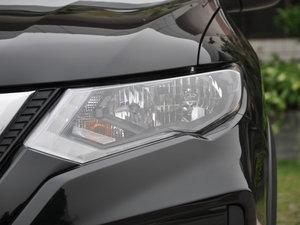2017款2.5L CVT四驱领先版  头灯
