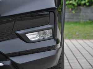 2017款2.5L CVT四驱领先版  雾灯