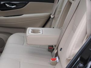 2017款2.5L CVT四驱领先版  后排中央扶手