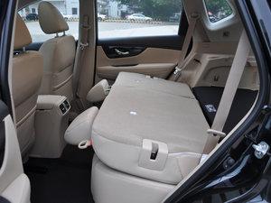 2017款2.5L CVT四驱领先版  后排座椅放倒