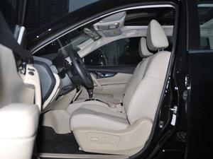 2017款2.5L CVT四驱领先版  前排空间