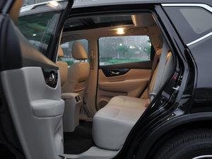 2017款2.5L CVT四驱领先版  后排空间
