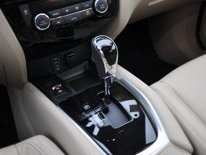2017款2.5L CVT四驱领先版  变速挡杆