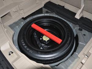 2017款2.5L CVT四驱领先版  备胎