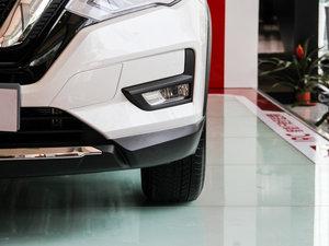 2017款2.5L CVT四驱豪华版  雾灯