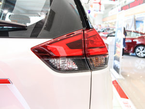 2017款2.5L CVT四驱豪华版  尾灯
