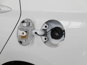 2018款1.6L 自动智享版 油箱盖打开