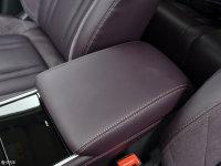 空间座椅长安CS75 PHEV前排中央扶手