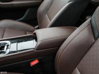 空间座椅逸动EV前排中央扶手