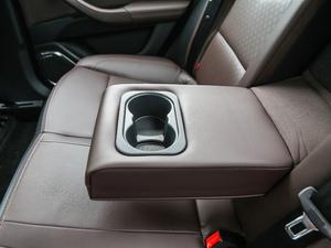 2019款EV460 智享版 后排中央扶手