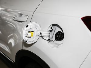2018款1.5T 自动炫酷型 油箱盖打开