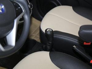 2015款1.4L 手动尊贵版 国V 变速挡杆