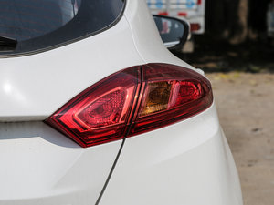 2016款1.6L 自动俊酷型 尾灯