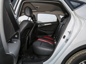 2016款1.6L 自动俊酷型 后排空间