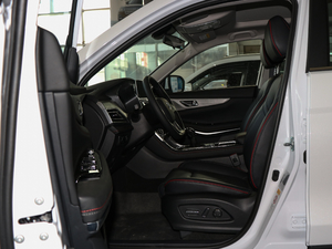 2018款280T 手动雅智型 前排空间