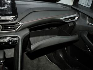 2018款Redline 530T 自动耀享版 5+2款 手套箱