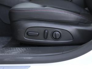 2019款Redline 550T 锐智版 座椅调节