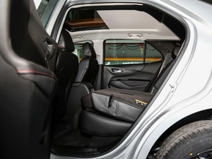 2019款Redline 550T 自动四驱拓界版RS 后排座椅放倒