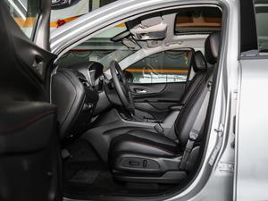 2019款Redline 550T 自动四驱拓界版RS 前排空间
