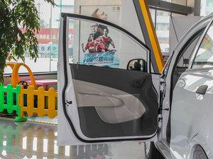 2013款1.2L EMT理想版 驾驶位车门