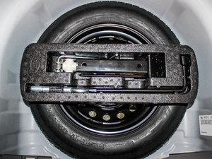 2013款1.2L EMT理想版 备胎