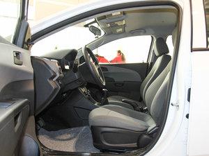 2014款1.4L 手动舒适版 前排空间