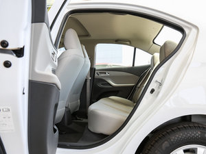 2016款赛欧3 1.3L 手动舒适版 天窗 后排空间