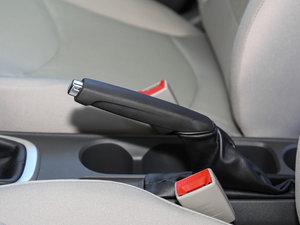 2016款赛欧3 1.3L 手动舒适版 天窗 驻车制动器