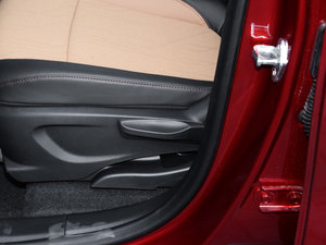 2017款1.4T 自动两驱豪华型 座椅调节