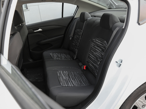 2018款320 自动欣享版 天窗 后排座椅