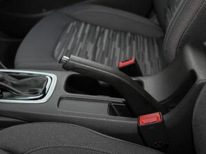 2018款320 自动欣享版 天窗 驻车制动器