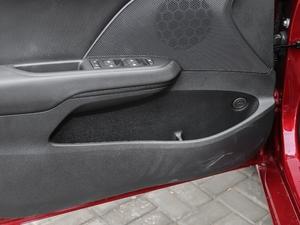 2018款325T 双离合欣悦版 车门储物空间