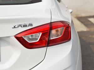 2018款320 自动先锋天窗版 尾灯