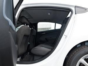 2018款320 自动先锋天窗版 后排空间