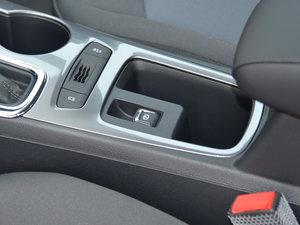 2018款320 自动先锋天窗版 驻车制动器