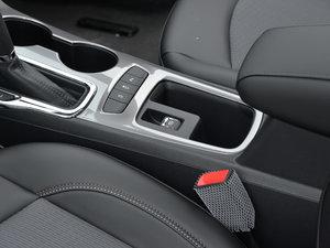 2018款320 自动炫锋都市版 驻车制动器