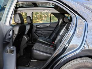 2018款550T 自动四驱捍界版 后排空间