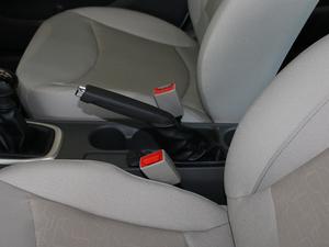 2018款赛欧3 1.5L 手动理想版 天窗 驻车制动器