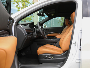 2018款28T 四驱铂金版 前排空间