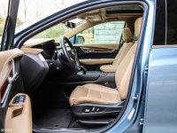 空间座椅凯迪拉克XT5混动前排空间