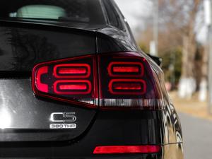 2017款380THP 自动尊贵型 尾灯