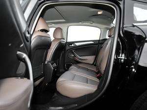 2017款380THP 自动尊贵型 后排空间