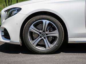 2019款E 260L 运动型 轮胎