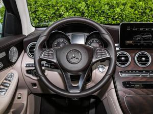 2019款GLC 300 L 4MATIC豪华型 方向盘