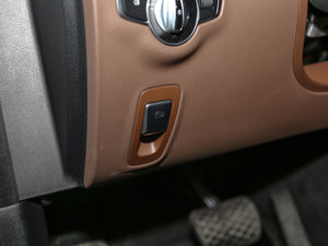 2016款E 200L 运动型 驻车制动器