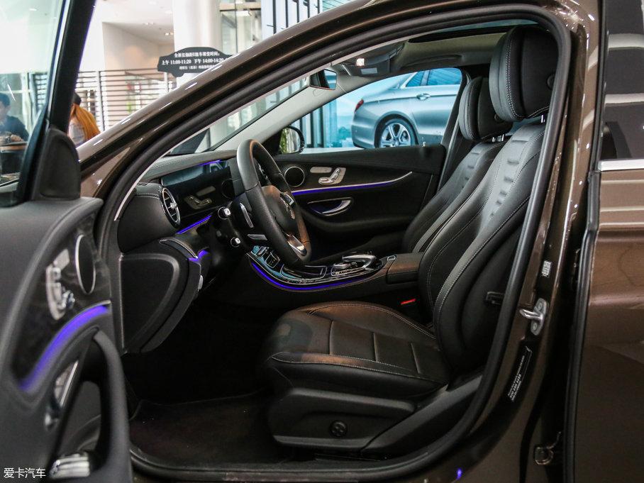 2017款奔驰E级 前排空间