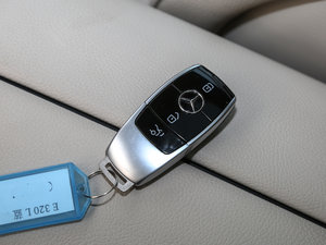 2017款E 320L 4MATIC 钥匙