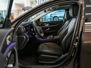 2017款E 300L 运动时尚型 前排空间