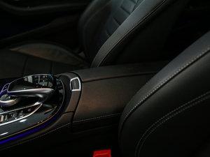 2017款E 300L 运动时尚型 前排中央扶手