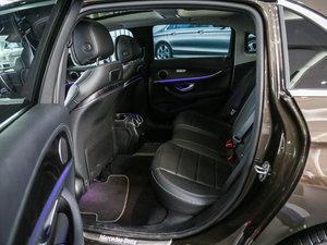 2017款E 300L 运动时尚型 后排空间